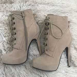 Bakers ankle boots. Taupe color. Size 6.5 M .